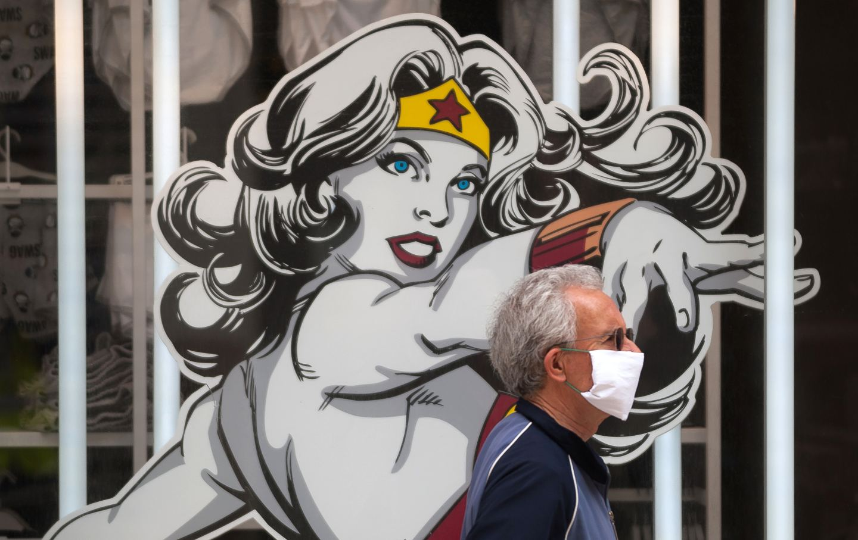 man-wearing-mask-wonder-woman-img
