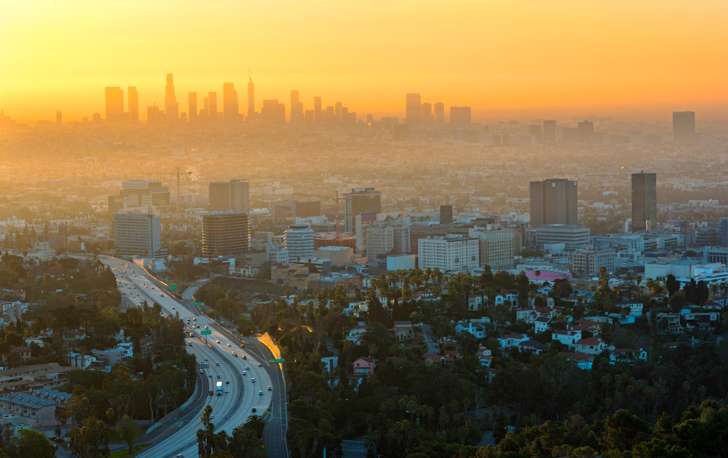 los-angeles-sunset-traffic-gty-img