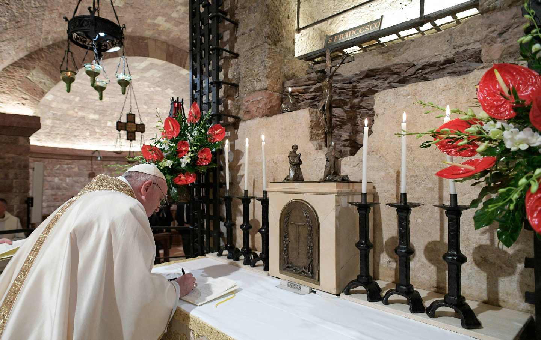 pope-francis-assisi-ap-img