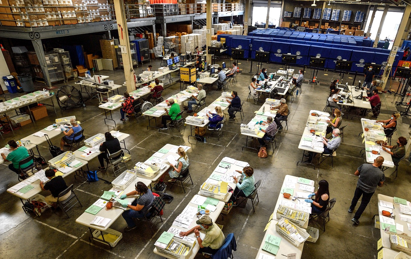 workers-process-ballots-2020-gt-img