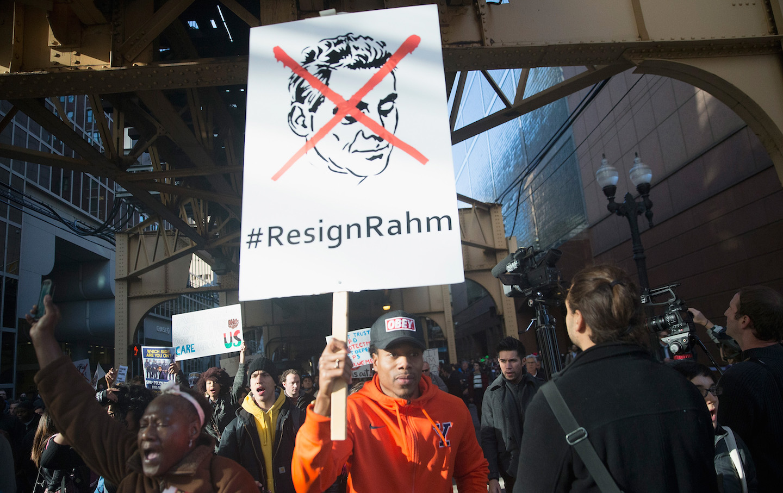 معترضین در شیکاگو به خیابانها آمده و خواستار استعفای شهردار شدند