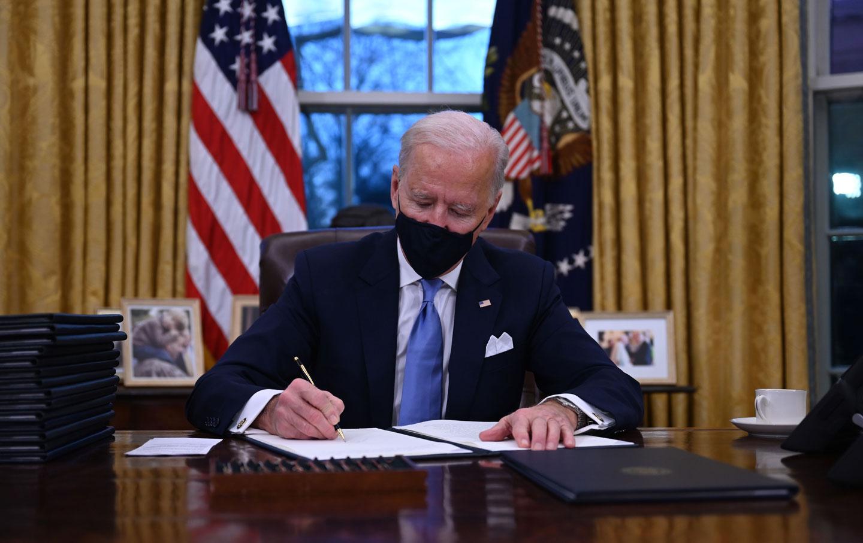 biden-resolute-desk-inauguration-gty
