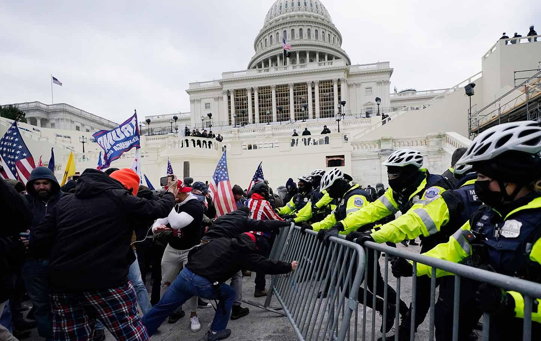 capitol-riot-police-ap-img