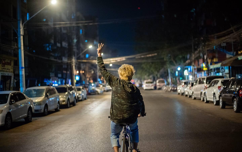 Kid-bicycle-night-kenji-img
