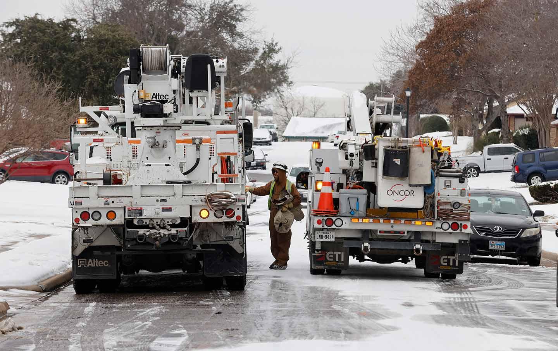texas-power-crews-ap-img