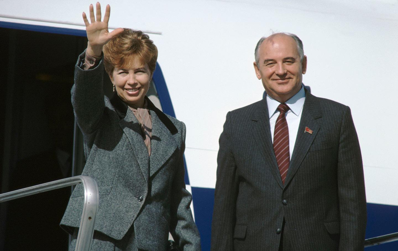 raisa-mikhail-gorbachev-plane-gty